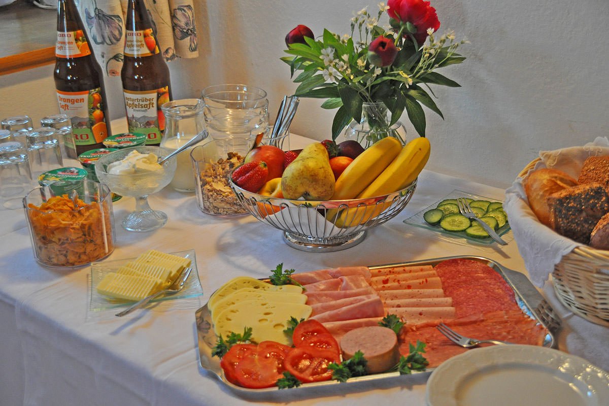 Leckeres Bauernhoffrühstück auf dem Taffenreutherhof