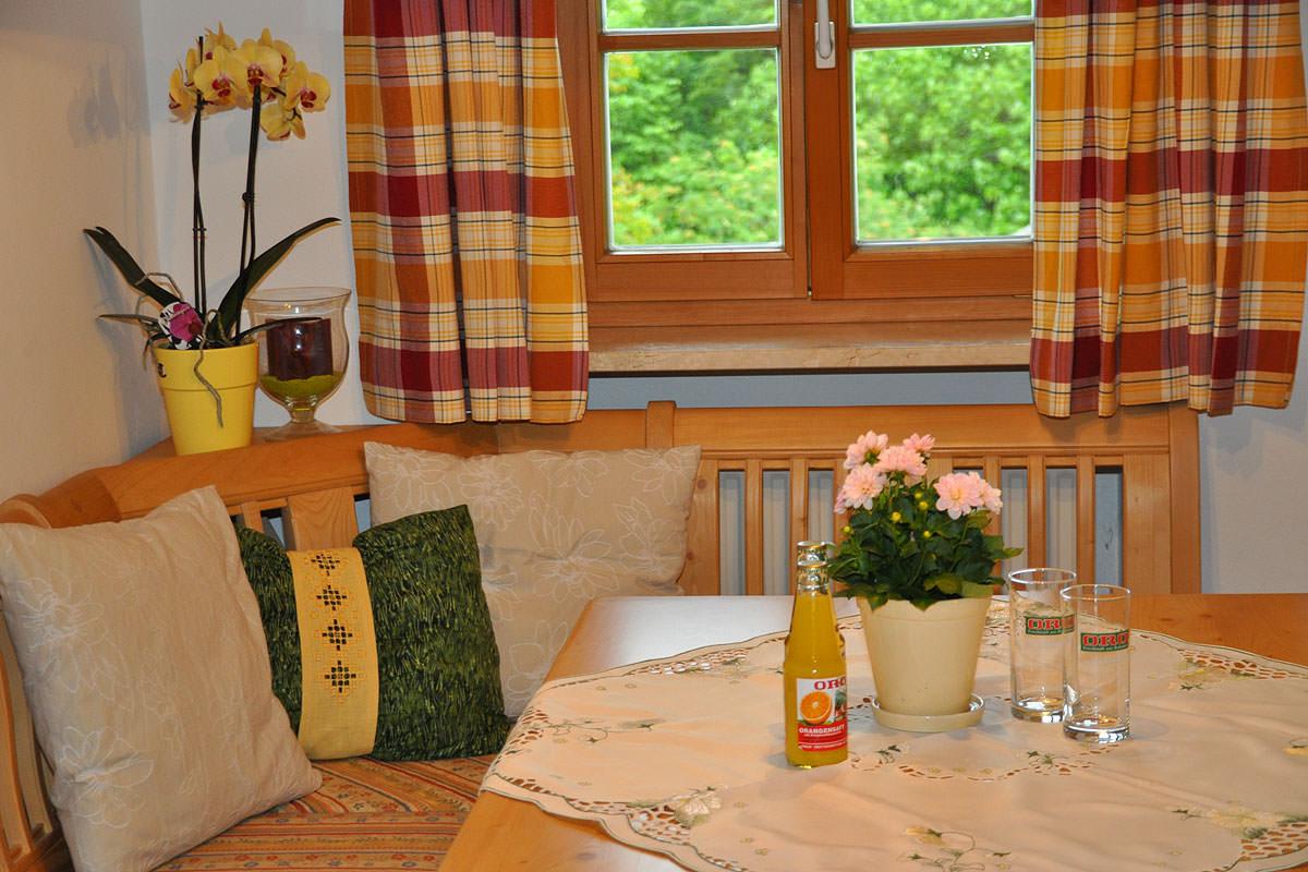 Essecke in der Ferienwohnung Anemone auf dem Taffenreutherhof
