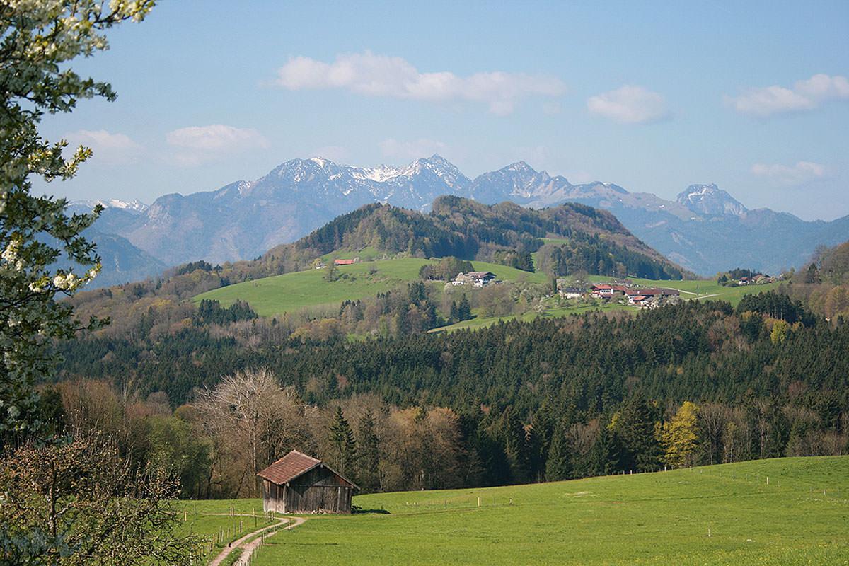 In der Tat ein Wanderparadies: das Alpenhochtal Samerberg in Oberbayern